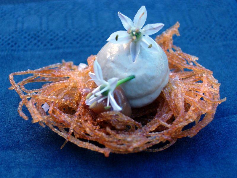 Croustillant de pommes de terre, mayonnaise d'aubergine et crème au miso
