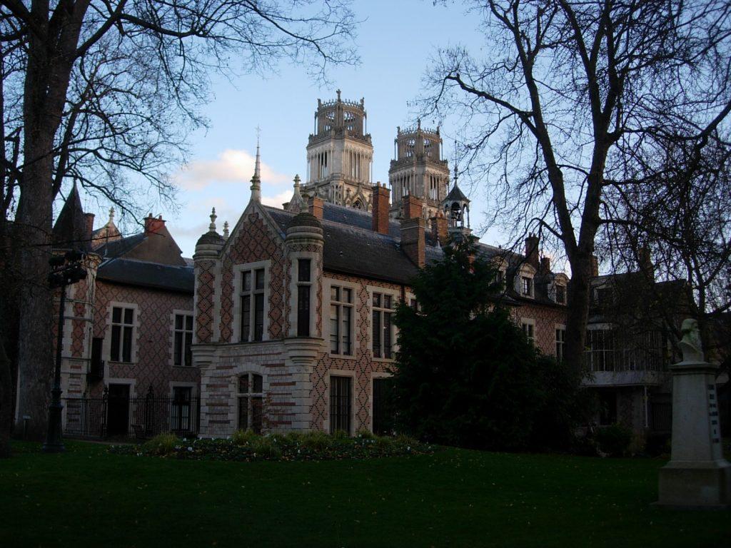 Cathédrale au fond Orléans - DR Melle Bon Plan 2013