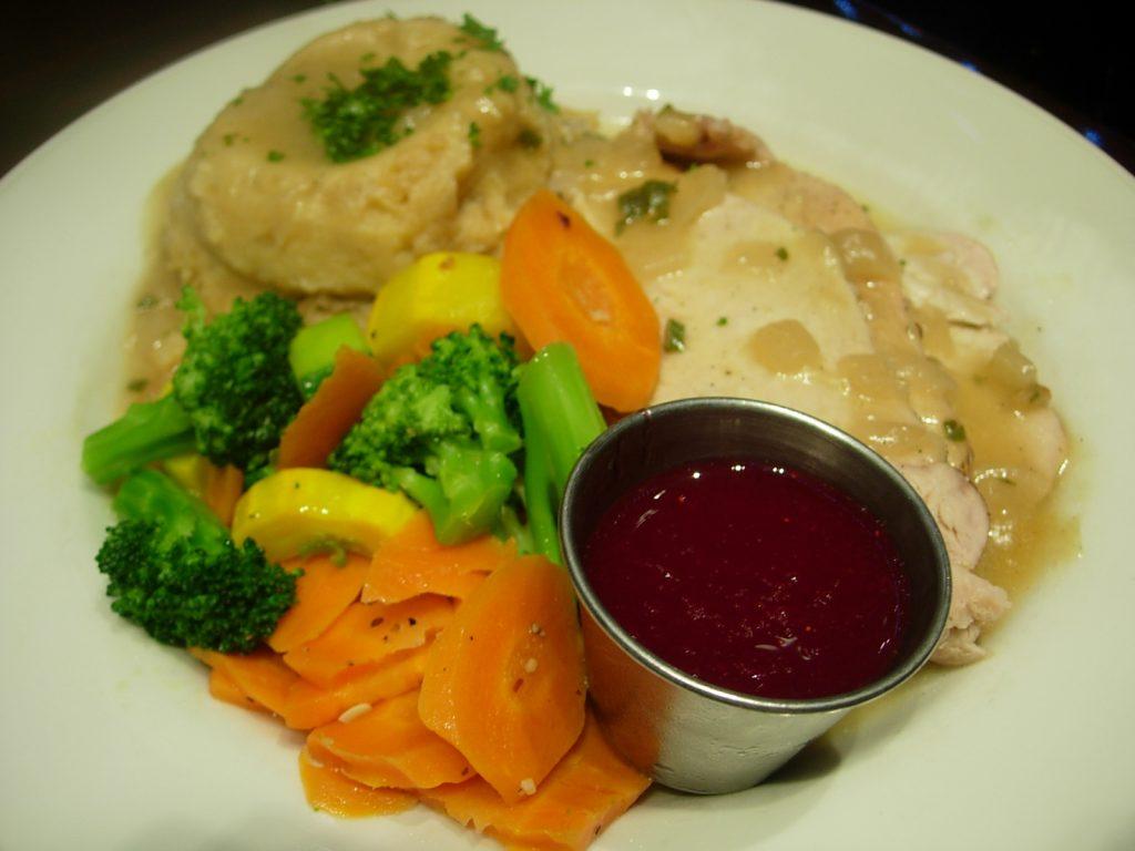 Poitrine de dinde accompagnée d'une sauce aux cranberries Thanksgiving au Hard Rock Café - DR Melle Bon Plan