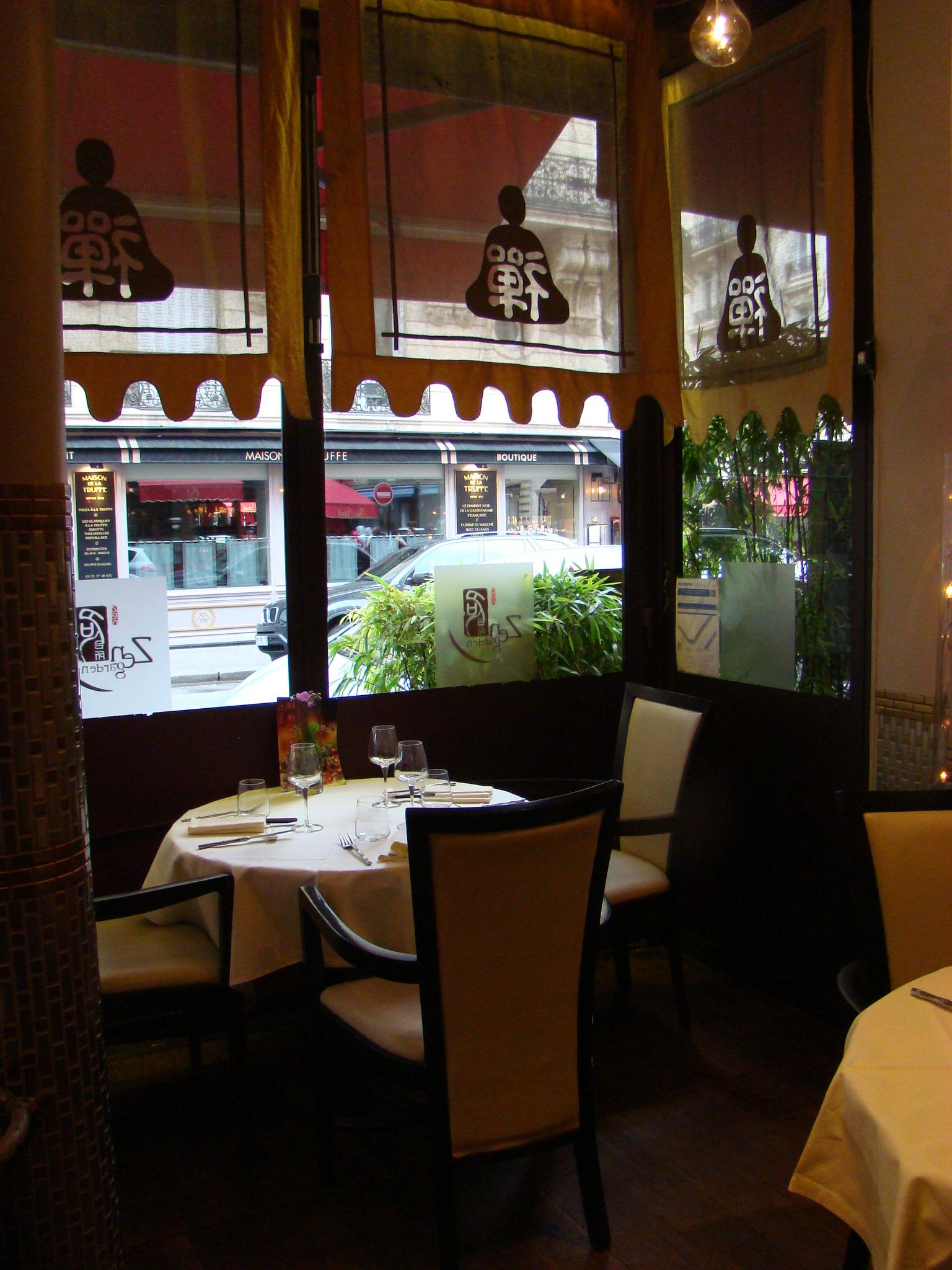 Restaurant zen garden paris dr melle bon plan for Restaurant avec patio paris