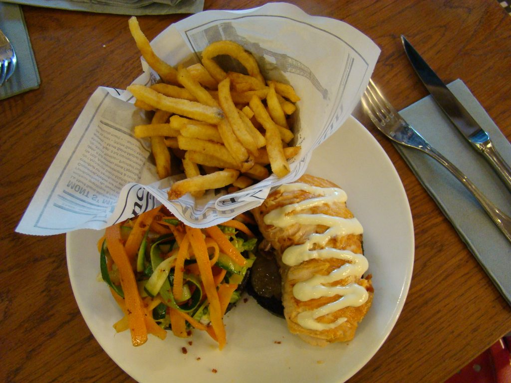 Salmon burger Moutarde Street Saint Michel - DR Melle Bon Plan