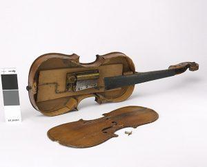 violon-jouet-à-musique-1880-1900-fabrique-LEpée-coll-Musée-dart-et-dhistoire-Hotel-Beurnier-Rossel-Montbéliard-photo-Pierre-Guenat