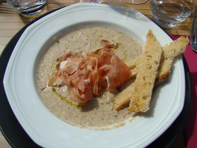 crème de champignons oeuf poché et serrano Le Restaurant du golf Saint Jean de Monts - DR Melle Bon Plan