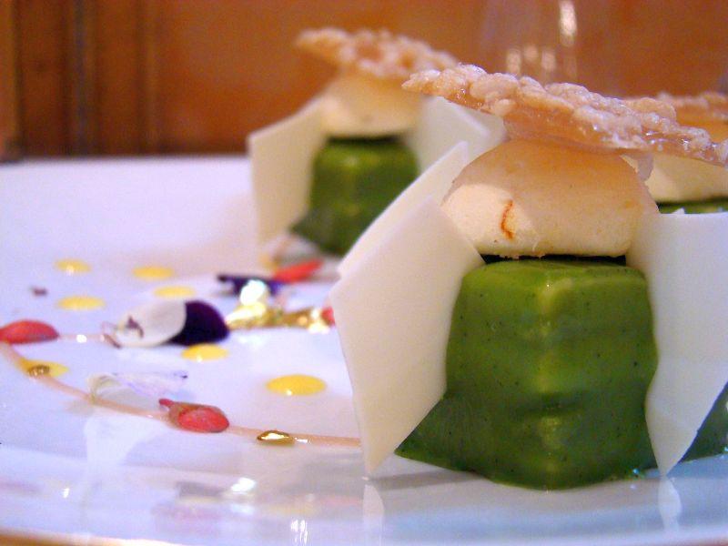 le célèbre dessert du Chef, le « Thé Matcha » en alliance avec le safran et le citron Le Bien Aimé - DR Melle Bon Plan
