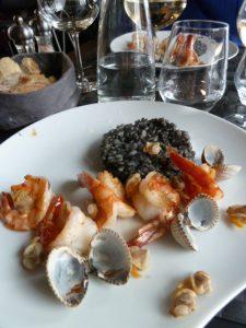 Crevettes flambées et risotto noir Maguey ClubKviar - DR Melle Bon Plan
