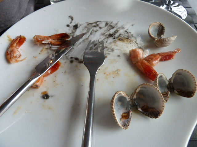 Crevettes flambées et risotto noir ClubKviar - DR Melle Bon Plan