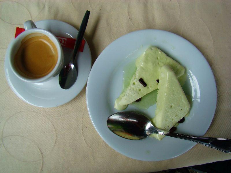 Sorbet maison et café restaurant Lac Pavin Sancy Massif du Sancy - DR Melle Bon Plan