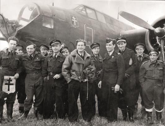 Le groupe Lorraine à son arrivée sur le terrain de Vitry-en-Artois en novembre 1944 © musée de l'ordre de la Libération