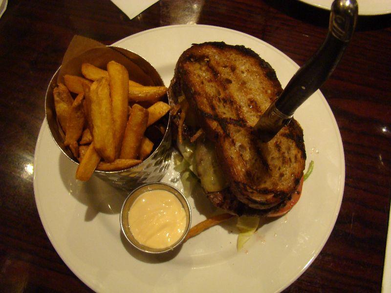 Local Burger Nathalie Hard Rock Café Paris - DR Melle Bon Plan