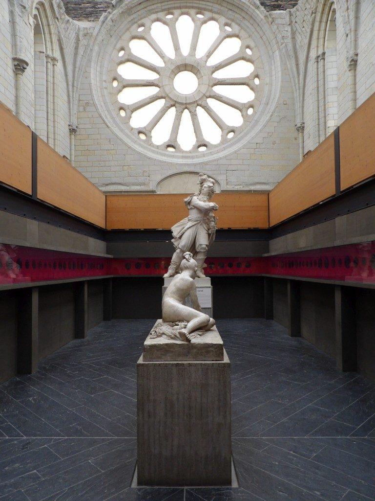 Sculpture et rosace Galerie David d'Angers