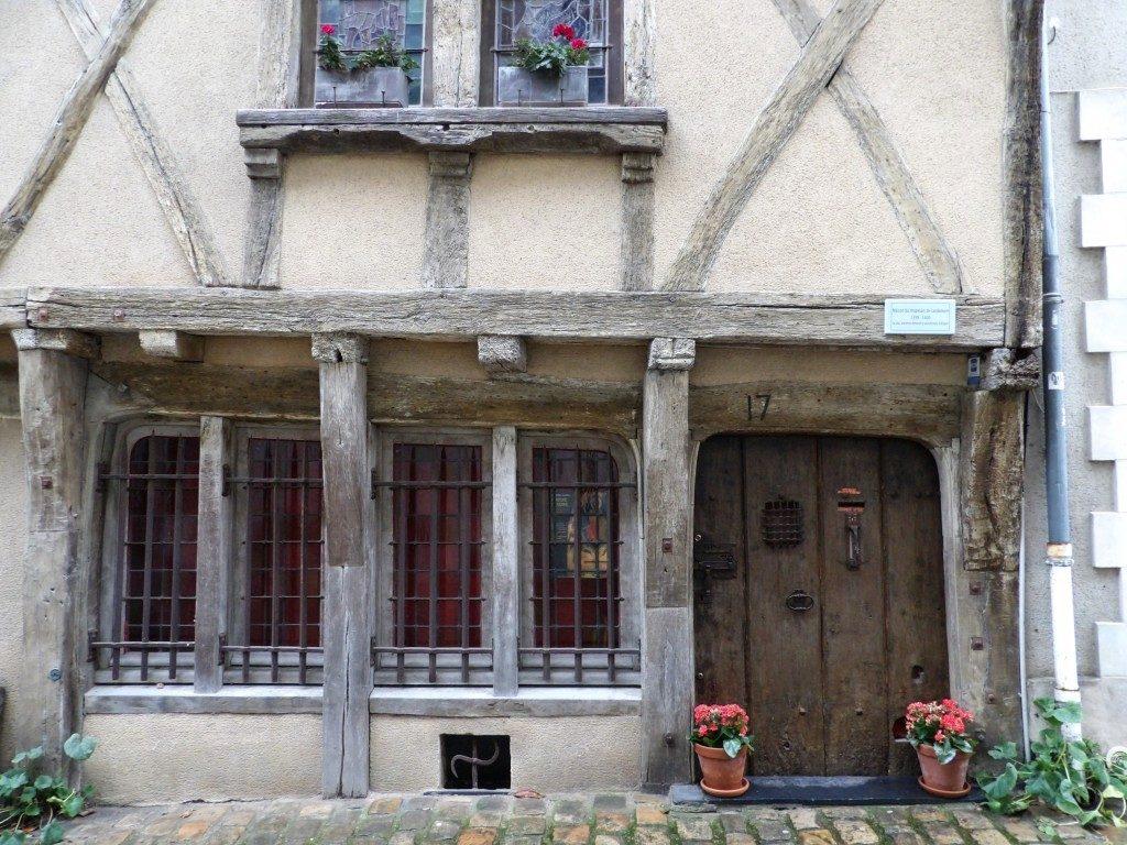 maison avec fleurs rue Angers