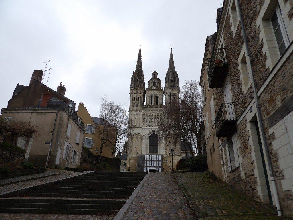 escaliers et église Angers