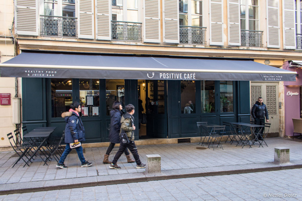 Facade Positive Café Versailles