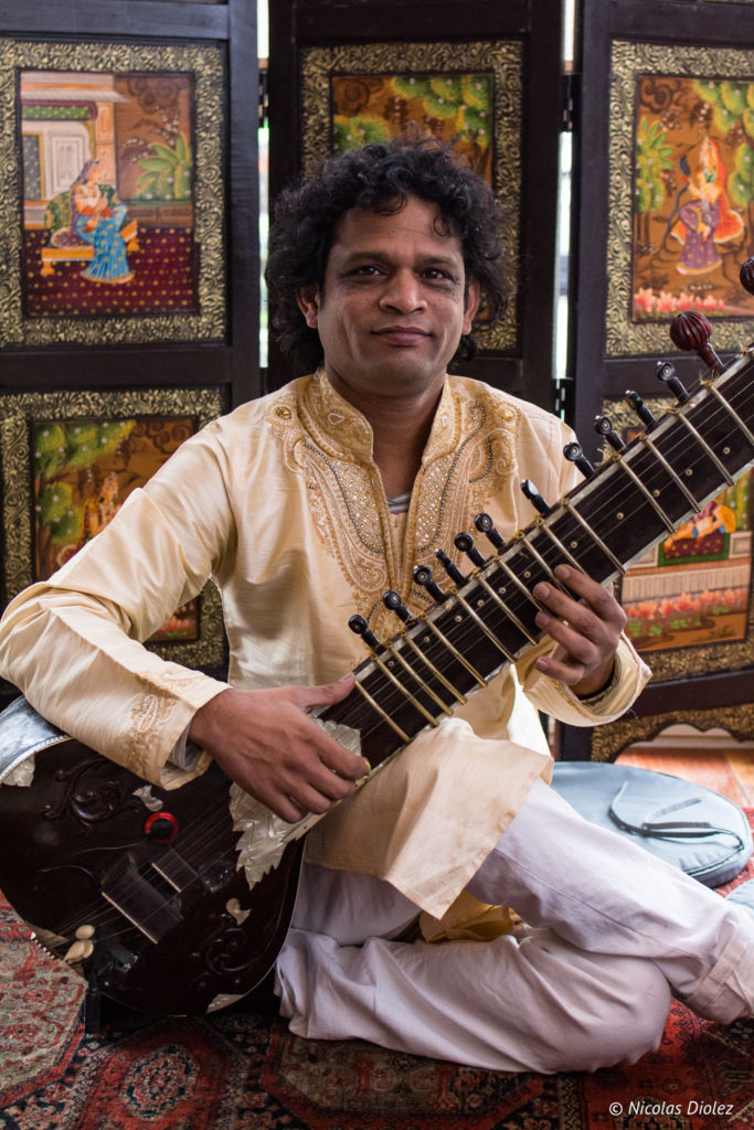 musicien cithare restaurant Jodhpur Palace Paris