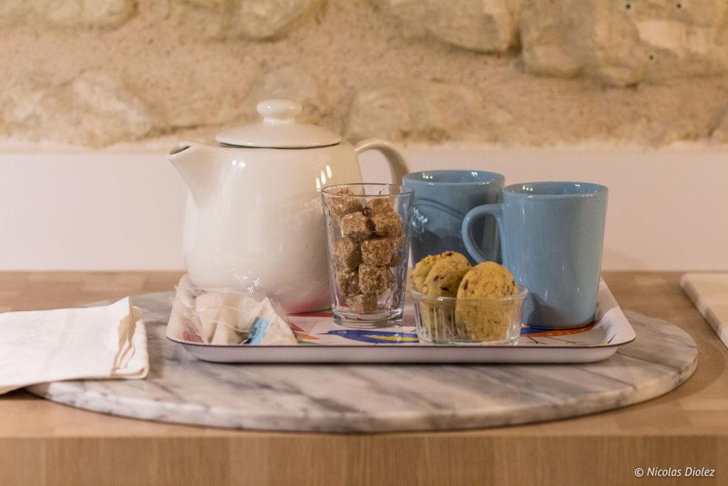 théière et tasses Gîte Ruelle des Jardins Val de Loire