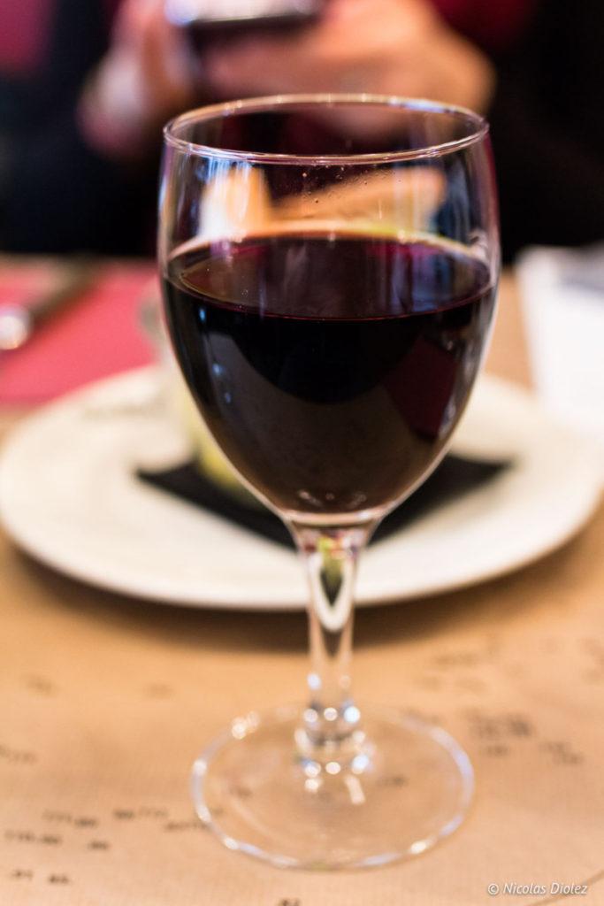 verre de vin Restaurant les Fils à Maman Abbesses Paris