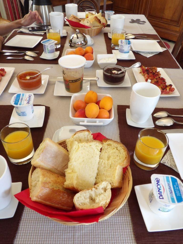 petit déjeuner La Place Saint Martin Eure et Loir