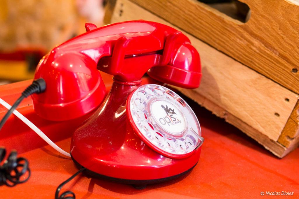téléphone rouge Le Tub