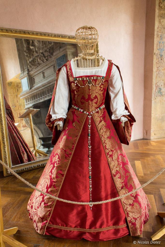 costume Château du Pailly