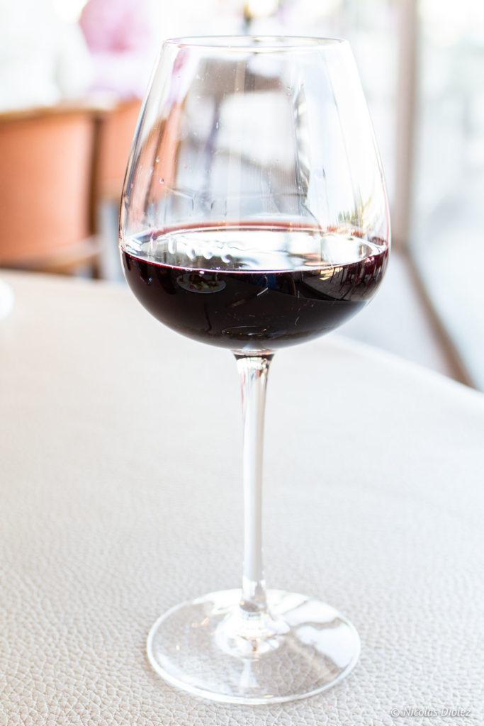 verre vin restaurant Le Saint-Pierre La Bouille Normandie