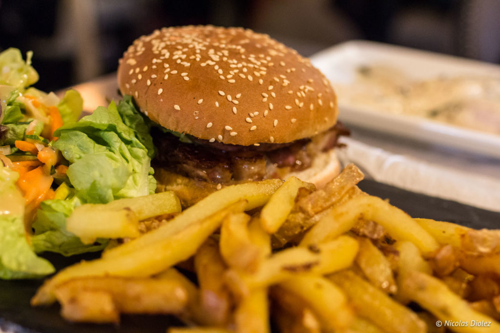 Burger Izard Café Central Saint-Lary Pyrénées