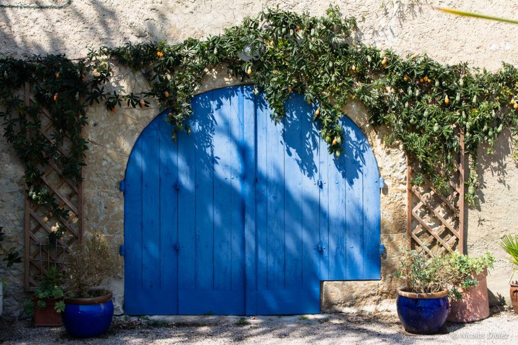 porte bleue Village Lavardens Gers